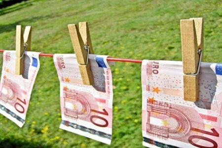 Blanqueo de capitales en el cambio de divisas en Malabo