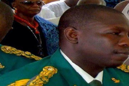 El Coronel Adeboye Obasanjo hijo del ex presidente de Nigeria herido gravemente