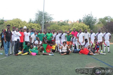 Nzalang Valencia gana el amistoso ante Camerún sudando tinta roja