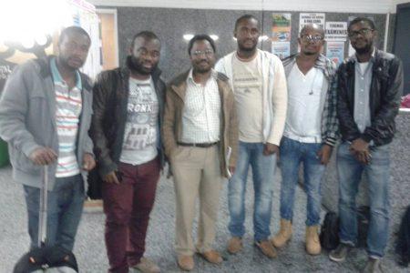 El activista Nvo Nzang Okenve de visita a los estudiantes Guineanos de Valencia