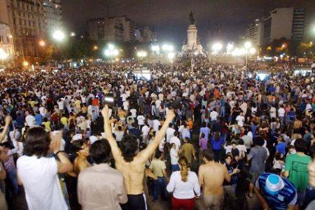 LA SOCIEDAD ARGENTINA  NO ESTA SATISFECHA