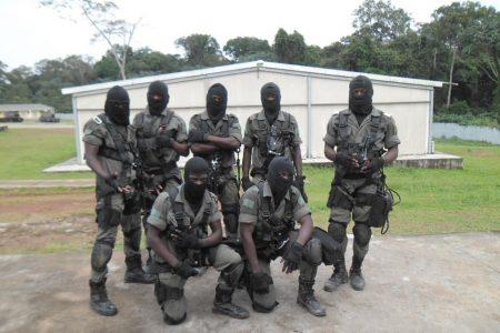 Fuerte presencia militar para desmantelar una huelga en la empresa SETRACO
