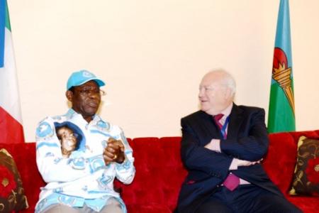 """Miguel Ángel Moratinos se reunió con el """"Pequeño Nicolas"""" para ir a Guinea Ecuatorial"""