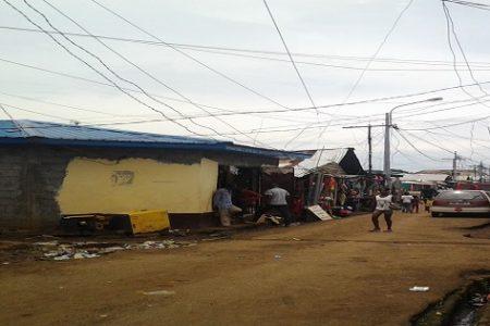 Una soldado (raso) agrede al Comisario del Barrio Campo Yaounde