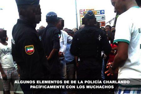 Elementos de la policía se están solidarizando con los estudiantes