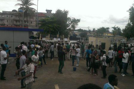 Porrazos, gases lacrimógenos y detenciones en Malabo