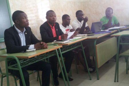 Los estudiantes convocan una reunión en la Escuela Universitaria de Administración