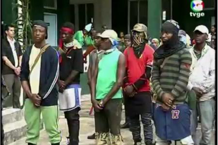 Obiang presenta su grupo paramilitar con la indumentaria de Boko Haram