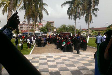 Profesores esperando al nuevo Rector Magnifico de la UNGE Filiberto Ntutumu