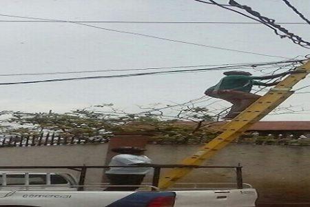 Así trabajan los electricistas de SEGESA sin equipos de seguridad