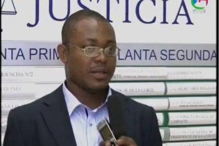 Santiago Edu Esimi Avomo mano derecha del Presidente de la Audiencia Provincial