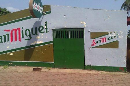 Fliberto acusa a las cantinas cercanas a la UNGE de vender Alcohol