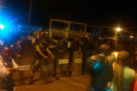Obiang Nguema despliega policías y militares armados en la Casa de la Cultura de Rebola