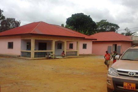 Obiang Nguema construye 400 viviendas en el poblado de Medzang en Oyem (Gabón)