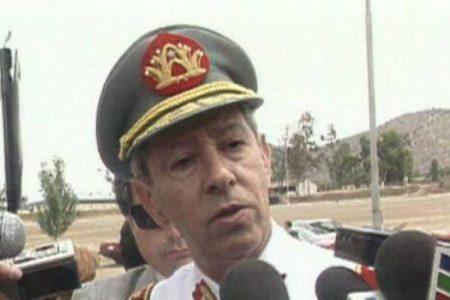 Un general de la dictadura de Pinochet se pega un tiro en la cabeza