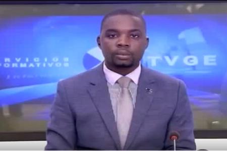 ¿Cuántas veces saluda José Edu Akogo en 6 segundos?