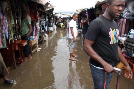 La lluvia provoca inundaciones en el Mercado Central de Malabo