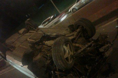 Un taxista sufre un grave accidente de coche en las inmediaciones del Colegio Guineo-Turco