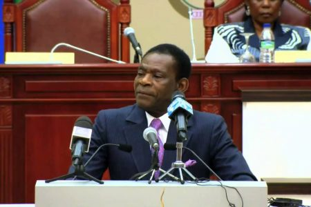 Ninguna autoridad podrá salir de Guinea Ecuatorial sin la expresa autorización de Obiang