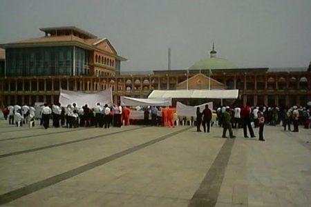 Concentración del PDGE frente al Palacio Presidencial para felicitar a Obiang y su familia