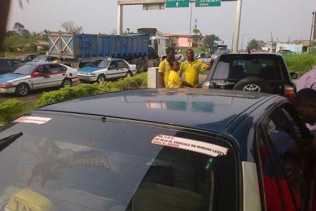 """De nuevo sin gasolina, petróleo en los surtidores de Bata """"las colas son interminables"""""""