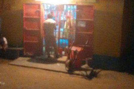 Los comerciantes cierran sus puertas en Bata a partir de las 19 horas