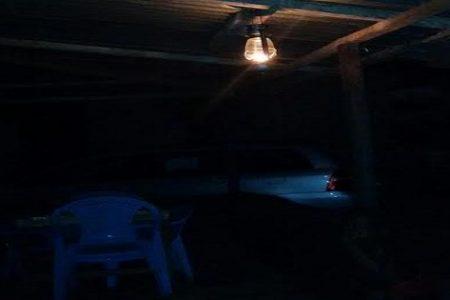 """""""Lámparas de Camping de Petróleo"""" se han convertido en la """"luz"""" de los bares"""