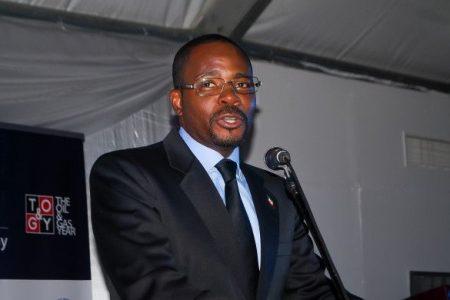 Dan 72 horas a Mbega Obiang Lima para que devuelva la maquinaria que desvió a Santo Tome y Príncipe