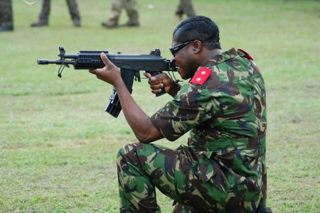 Teodorín Nguema amenaza a la población con sacar el ejército a la calle con tanques