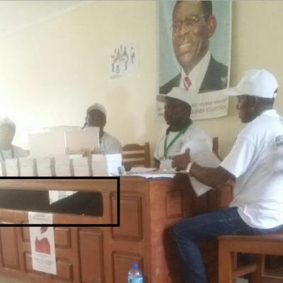 Miembro de la mesa nº 511 sorprendido metiendo en la urna 20 papeletas de PDGE
