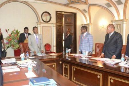 Obiang prolonga la agonía de los que se consideran ministrables en el próximo Gobierno