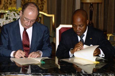 La conferencia (2009) de Rodrigo Rato en Guinea costó a los Guineanos 45.995 euros