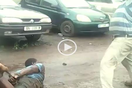 Brutal tortura de un Guineano a un nigeriano en su taller