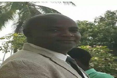 Una estudiante denuncia haber sido estafada por Gabriel Oyono Angue funcionario del Ministerio de Pesca