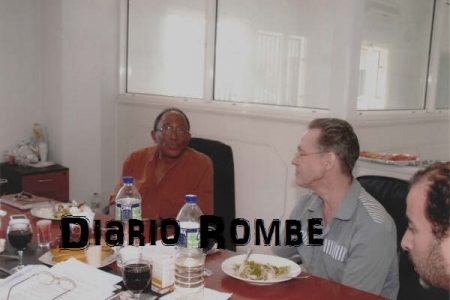 "La ""lujosa cena"" de Simon Mann con autoridades del Régimen en la cárcel de Black Beach"