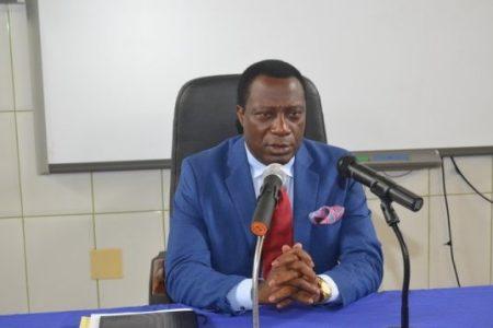 Filiberto Ntutumu comunica a los estudiantes de su posible cese como Rector de la UNGE
