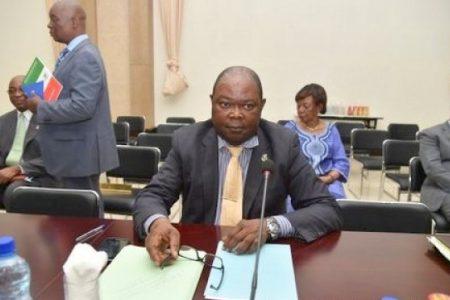 El ministro de Educación y Ciencia en funciones, a puñetazos con un funcionario en Djibloho
